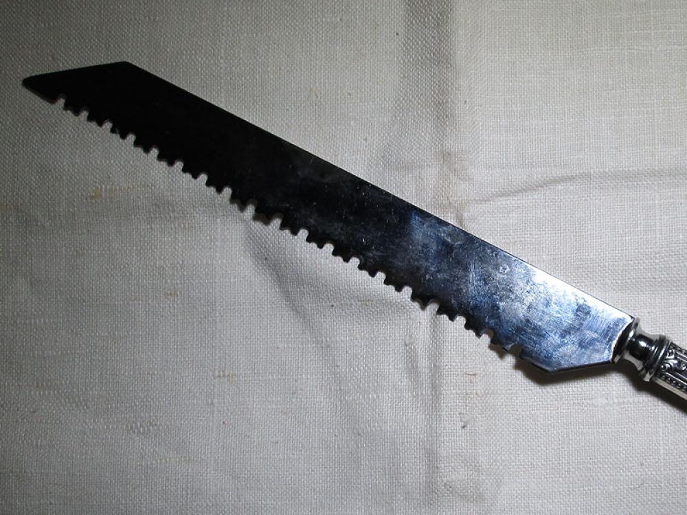 Нож для хлеба.