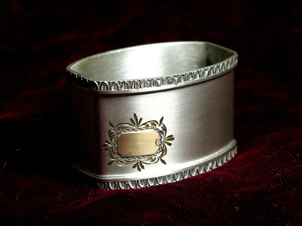 Салфетное кольцо.