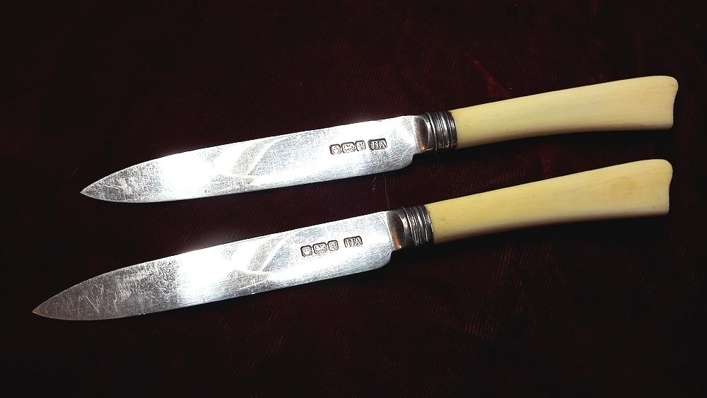 Пара фруктовых ножей.