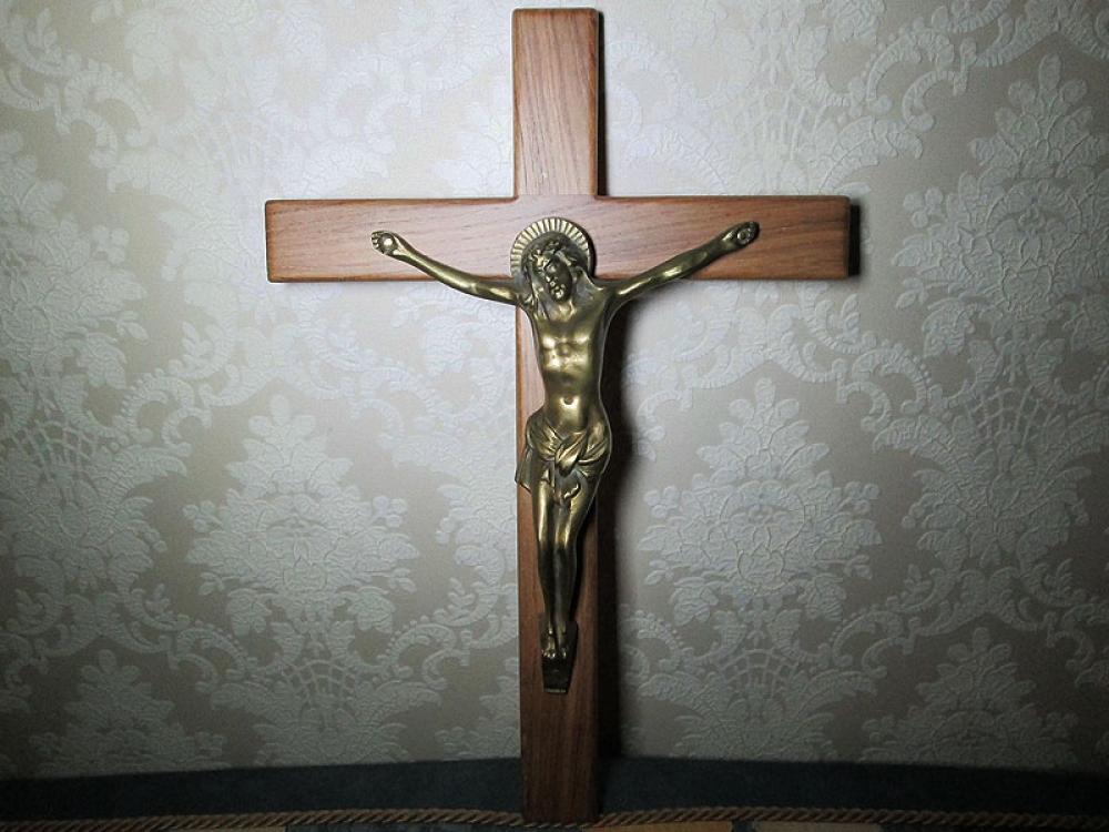Крест-распятие.
