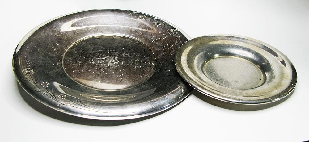 Пара сервировочных тарелок.