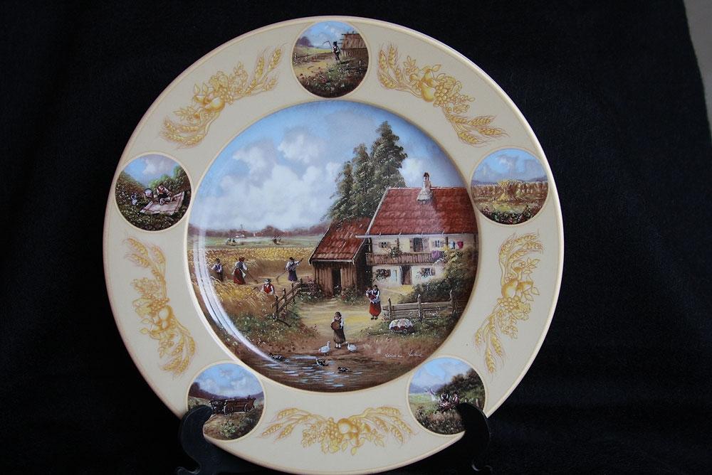 Шесть декоративных тарелок.